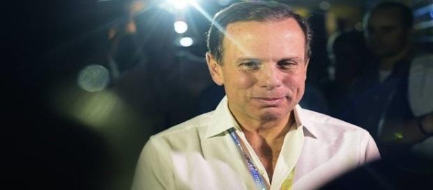 Doria (PSDB) anuncia que poderá privatizar carnaval em São Paulo.
