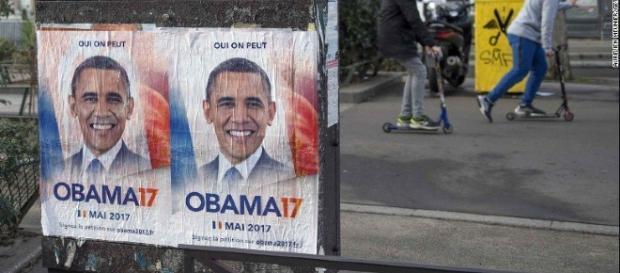 La provocazione: manifesti per le strade di Parigi con Obama candidato alle presidenziali francesi 2017. Foto: Twitter.