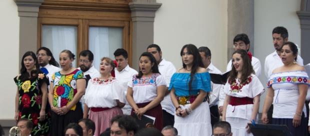 Para la segunda parte del recital se incorporó el Coro de la Orquesta Típica. Foto: Secretaría de Cultura CDMX