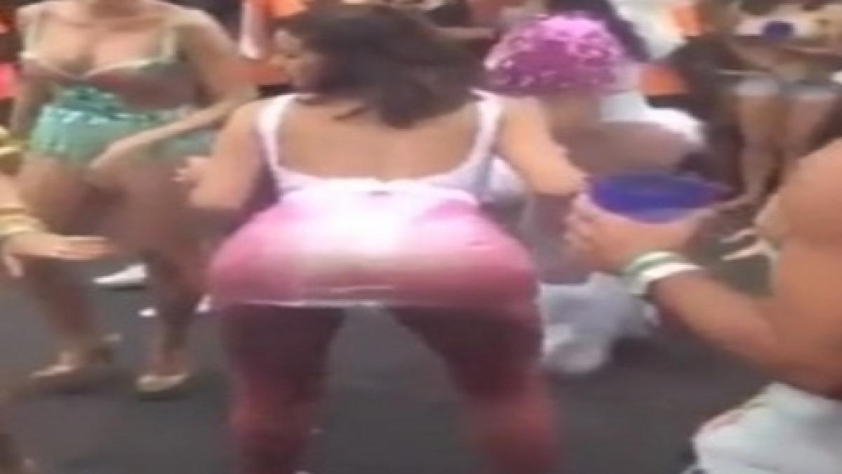Bruna rebola até o chão com saia transparente e fio dental  vídeo 28fdb06ea9