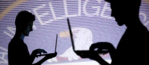 WikiLeaks: hacker della Cia possono spiare messaggi WhatsApp e TV