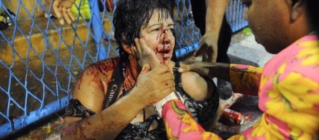 Ferida é atendia após o acidente na Marquês de Sapucaí