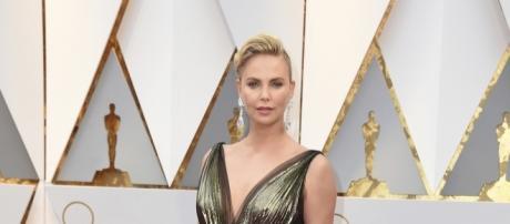 Charlize Theron no pudo destacar con su Dior en la alfombra roja del Oscar 2017 Foto: Cortesía