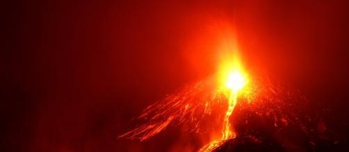 Colata di lava durante Eruzione Etna