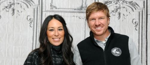 Fixer Upper' stars Chip and Joanna Gaines slammed with lawsuit ... - aol.com