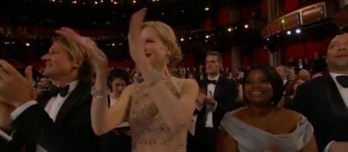 Nicole Kidman's bizarre clapping sparks incredible reaction online ... - thesun.co.uk
