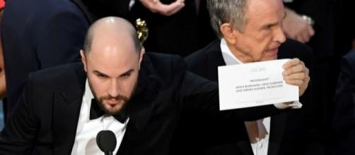 Oscars Best Picture mix-up mystery continues as Emma Stone says ... - digitalspy.com