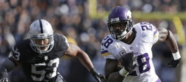 Adrian Peterson running against the Oakland Raiders - profootballweekly.com