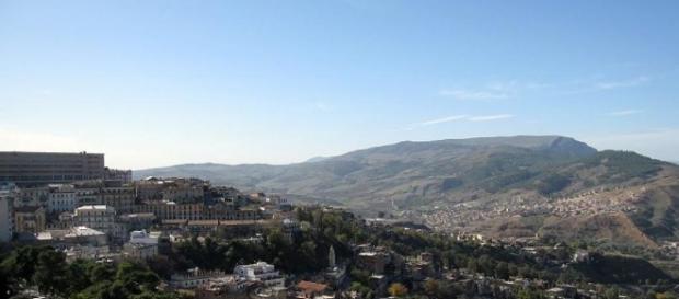 Algérie: un attentat suicide déjoué devant un commissariat à ... - rfi.fr
