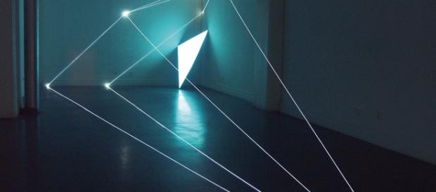Carlo Bernardini, Spazio Permeabile, 2009, Installazione in fibre ottiche e superficie elettroluminescente. New York