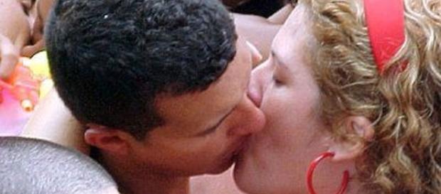 Especialista alerta sobre os perigos do beijo nesse carnaval