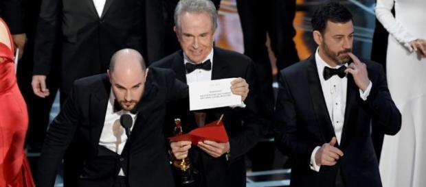 """""""Moonlight"""" wird als Bester Film von Jordan Horowitz, Produzent von """"La La Land"""", bekannt gegeben."""