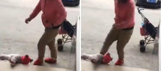 Mulher agride bebê choroso, caído no chão
