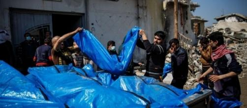 Bodies recovered from Mosul neighborhood air strike / Photo by scmp.com via Blasting News library