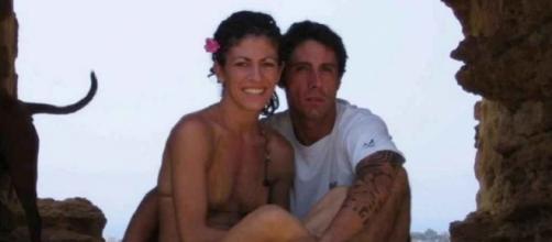 Fabiano Antoniani, in arte DJ Fabo, insieme alla fidanzata Valentina: il suo caso ha riaperto il dibattito sull'eutanasia in Italia