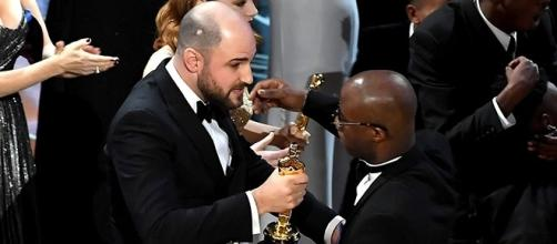 "Horowitz entrega Oscar a cast de ""Moonlight""."