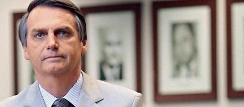 O deputado Jair Bolsonaro teve seu nome ocultado no título da reportagem da Folha