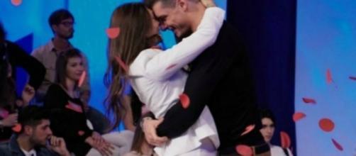 Uomini e Donne:Emanuele dichiara amore a Sonia Lorenzini