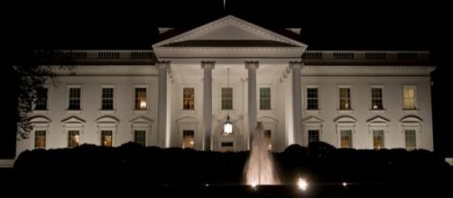 White House at night | Front of the White House at night. / Photo by Tim Conway, Flickr via Blasting News library
