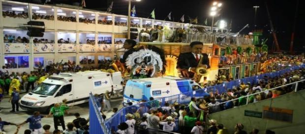 Acidentes marcaram desfile no Rio