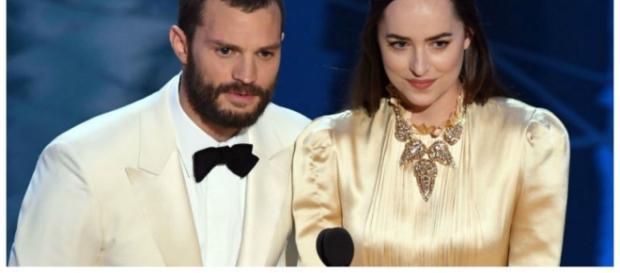 Jamie Dornan e Dakota Johnson durante a cerimônia do Oscar 2017