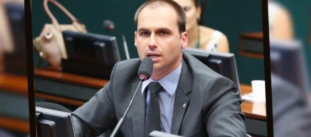 O deputado Eduardo Bolsonaro expôs a crítica feita por Débora Duprat