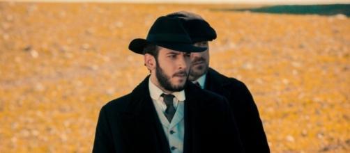 Charles Troya interpreta Eliseo
