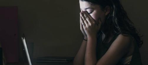 Foto senza veli diventa virale: genitori di una 16enne picchiano ragazzo