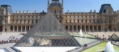 Il Louvre riapre oggi dopo il tentato attentato terroristico.