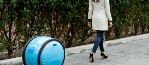 Piaggio Gita: il robot portaborse - dezeen.com