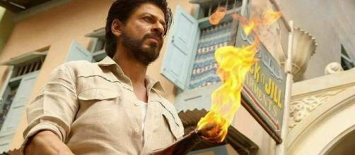 Shah Rukh Khan from 'Raees' (Image credits: Twitter.com/boxofficeincome.in)