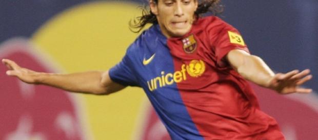 Cáceres atuando pelo Barcelona, agora na mira do Vasco.
