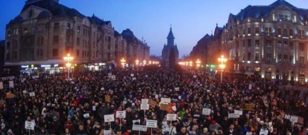 Incessante protesta contro il decreto che depenalizza i reati contro la pubblica amministrazione
