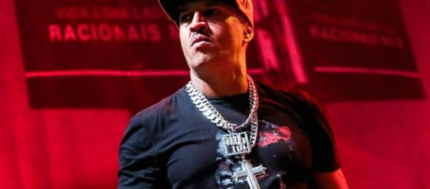 Mano Brown diz que 'enquanto a favela faz silêncio, a mídia manipula'
