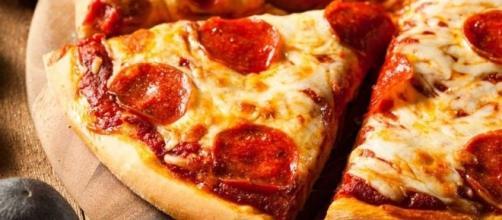 Best Super Bowl 2017 pizza deals and freebies - tonysdonair.ca