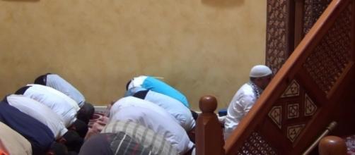 Momento di preghiera in una moschea della Sicilia