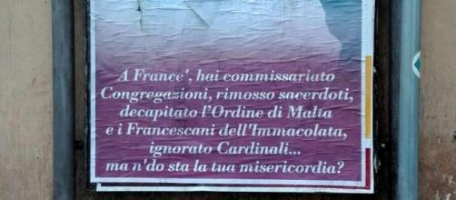 Papa Francesco Bersagli di manifesti a Roma - fonte: Ansa