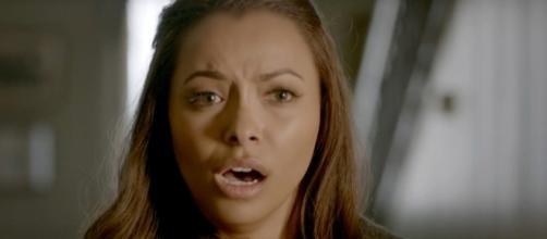 'The Vampire Diaries' 8x11: Bonnie chora a morte de Enzo e dá a cura para Stefan (Foto: CW/Screencap)