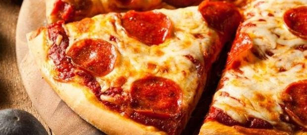 Best Super Bowl 2017 pizza deals and freebies - tonysdonair.ca