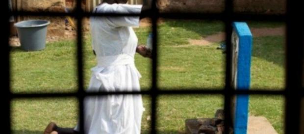 Os extremistas teriam estuprado as mulheres como punição por terem se convertido ao islamismo