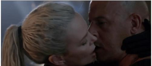 Charlize Theron e Vin Diesel durante o filme