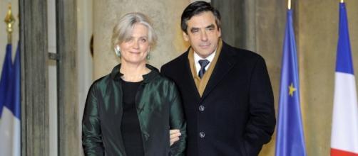 Francois et Penelope Fillon drapeaux