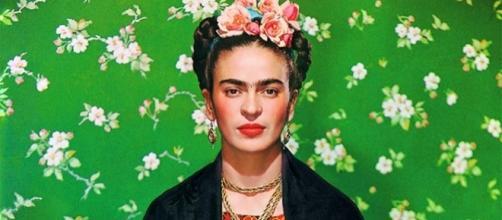 Frida Kahlo no banco branco, 1939 - foto de Nickolas Muray