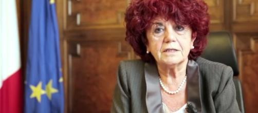 La scuola è un fallimento: la ministra Fedeli risponde a 600 docenti