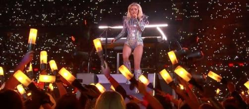 "Lady Gaga's Super Bowl performance and the ""confronting"" stomach. - com.au"