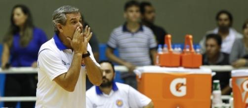 O Barueri/Hinode, do técnico Zé Roberto, lidera a Superliga B (Inovafoto/CBV)
