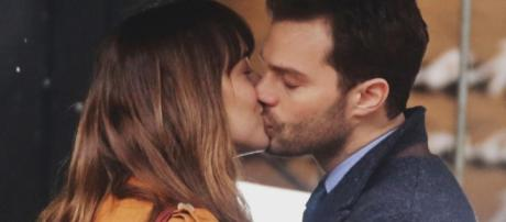 Fifty Shades Darker : Christian and Ana kiss and make up - fifty ... - melty.ca