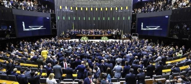 Câmara dos Deputados tenta tirar poder do TSE