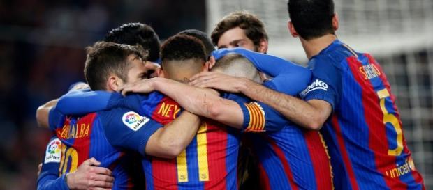 Em jogo polêmico, Barça se consagra na final.