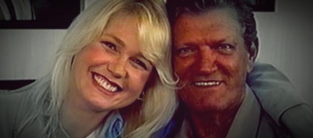 Xuxa e pai em situação difícil - Google